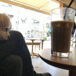 「Neighborhood and Coffee(スタバ) 駒沢1丁目店(駒沢大学駅付近)」カフェ店内で愛犬エマとまったり(犬連れペット可・店内OK/テラス席)
